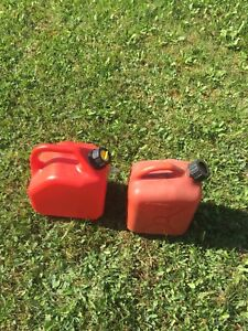 2x gas cans