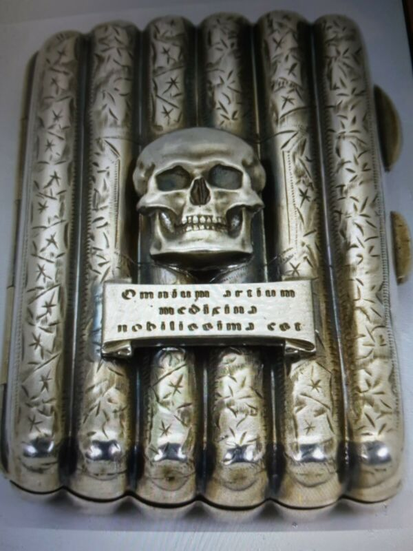 Rare antique Victorian Sterling silver Doctors MEMENTO MORI SKULL cigarette case
