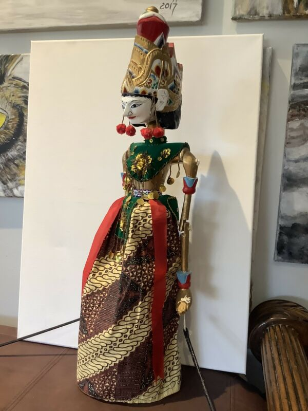 Vintage Beautiful Indonesian Stick Puppet Wayang Golek Rod Puppet , 24 Inches
