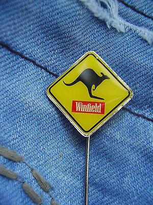 Anstecknadel Winfield Cigarettes Zigaretten Australien New Zealand mit Kängeruh
