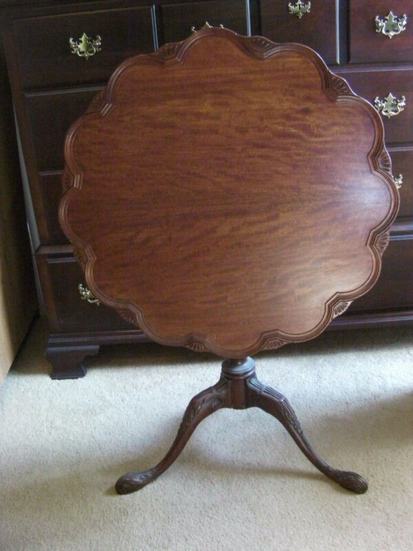ANTIQUE QUEEN ANNE STYLE PIE CRUST TILT TOP TABLE Scalloped Edges Wooden