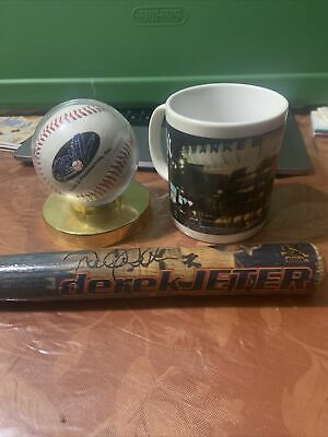Nee Yokr Yankees Stadium Mug Derek Jeter Mini Bat & Turn 2 Foundation Baseball