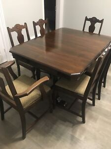 Dining room table with two extra leafs