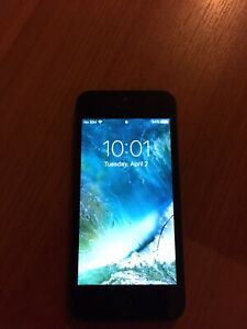 iPhone 5 (cracked screen) (use for parts)