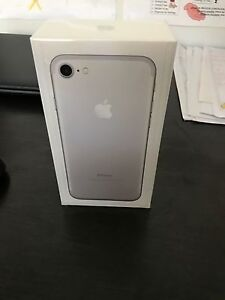iPhone 7 silver 32gb Eatons Hill Pine Rivers Area Preview