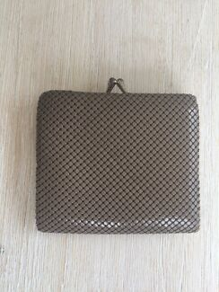 Glomesh wallet taupe colour