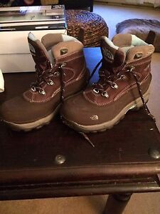 Like new! The North Face Hiking Boots Ladies 6.5