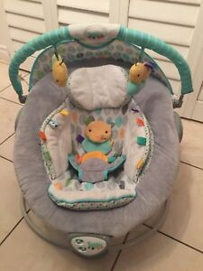 Baby bouncer with music and vibrator