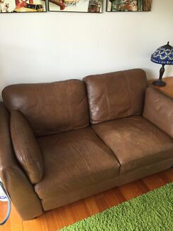 Leather sofa Taringa Brisbane South West Preview