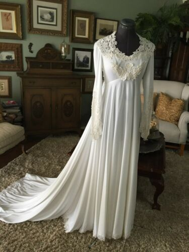 VINTAGE  WHITE WITH IVORY LACE EMPIRE WAIST  WEDDING DRESS SMALL EXCELLENT