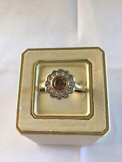 Cognac diamond flower ring