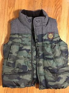 New condition Gap boys size 5 puffy vest