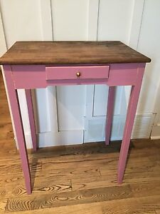 Jolie table en bois couleur Rose antique <3