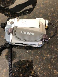 Digital Video Camcorder and travel bag - Canon mv530i
