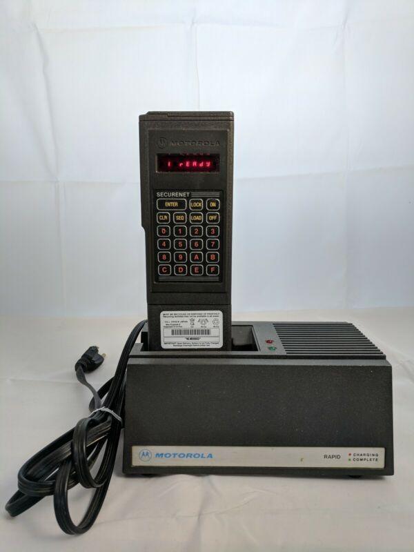 Motorola T3011DX DES/DES-XL Variable Key Loader KVL W/Charger & Battery