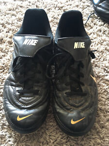 Nike Soccer Cleats Size 5 Youth
