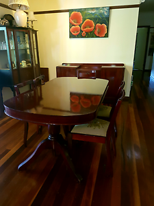 Beautiful polished timber dining table & 6 chairs Worongary Gold Coast City Preview