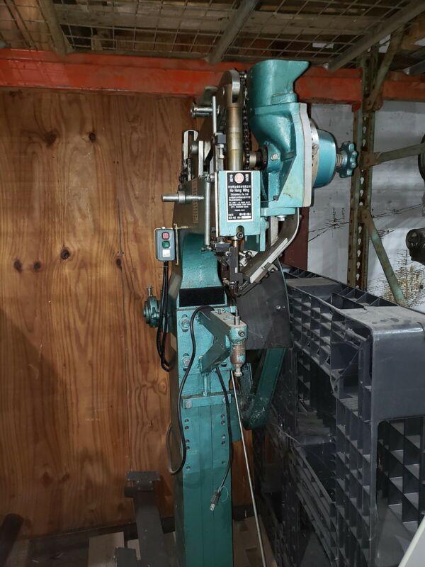 Rivet machine