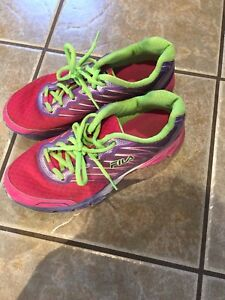 Size 6 youth Fila sneakers/running shoe