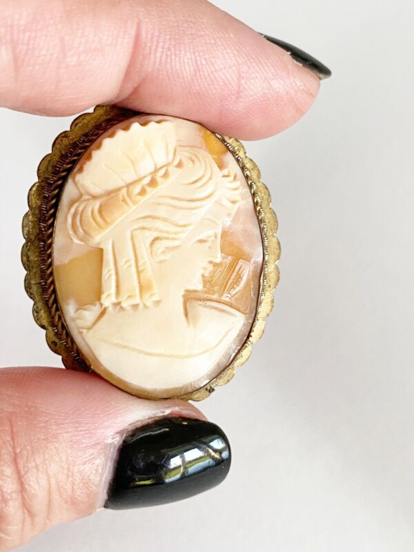 Vintage 800 Silver Antique Finely Carved Shell Cameo Brooch/ Pendant