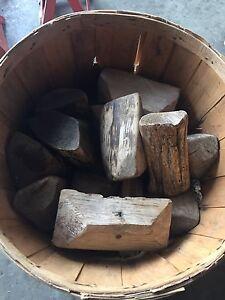Vieilles bouées à harengs en bois