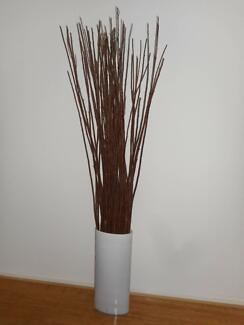 LARGE DISPLAY VASE URN WITH DECORATIVE TWIGS