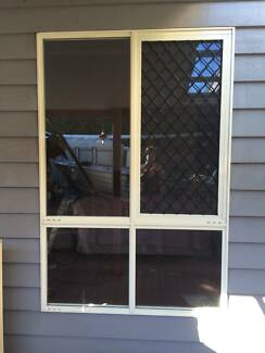 window with security screen Coolum Beach Noosa Area Preview