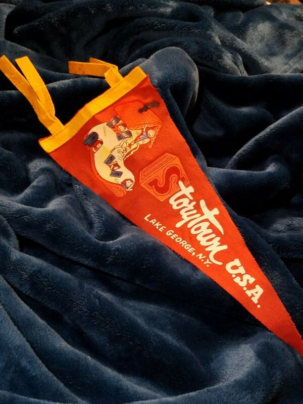 VINTAGE STORYTOWN USA LAKE GEORGE NEW YORK SOUVENIR FELT PENNANT