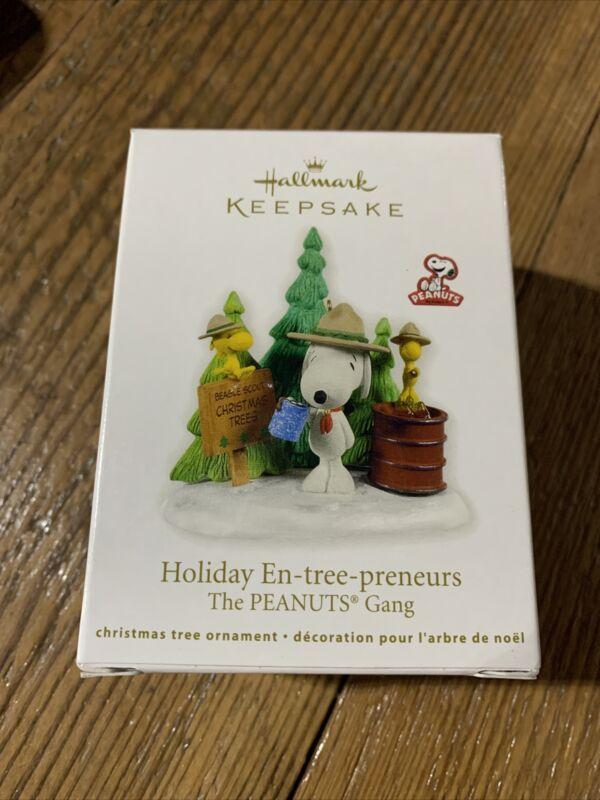 2011 Hallmark Keepsake Ornament Holiday En-Tree-Preneurs The Peanuts Gang New