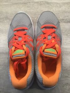 NEW Nike sneakers Size 6 - Relentless 2