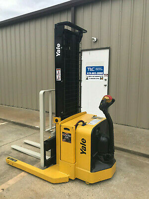 2009 Yale Walkie Stacker - Walk Behind Forklift - Straddle Lift Only 2645 Hours