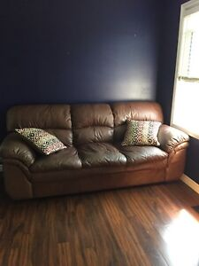 €€€Gorgeous leather couch €€€