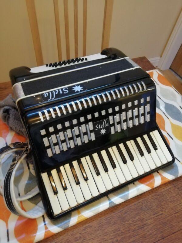 Stella Piano accordion 32 Base