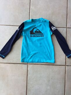 QuickSilver Long Sleeve Rashie Size 4  Ocean Reef Joondalup Area Preview