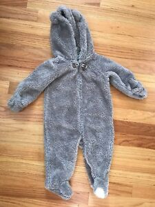 Carter's bear suit - 9 months. Perfect condition.