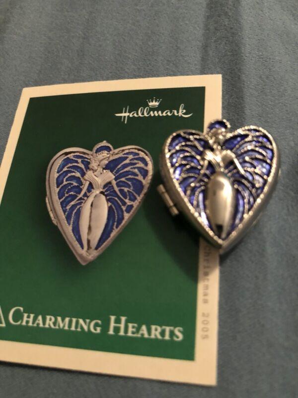2005 Hallmark Miniature Ornament #3 Charming Hearts Photo Holder Locket New MIB