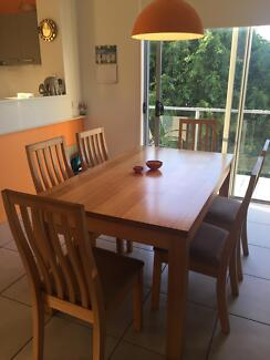 6 SEATER DINING TABLE FOR SALE