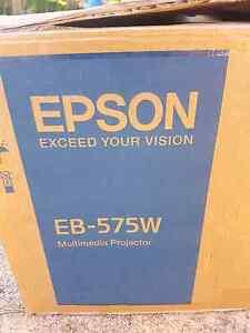 Epson eb-575 projector  (new in box) Carrara Gold Coast City Preview
