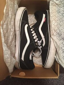 4 PAIRS OF VANS! SIZE 11!