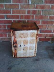 Willow Bread box tin? Medowie Port Stephens Area Preview