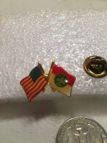 Collectible Flag Pin with American and Boy Scouts Flags