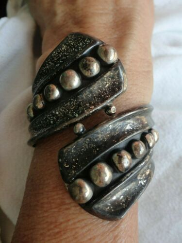 VINTAGE SIGNED F BALLADARES MEXICAN SILVER HINGED CLAMPER CUFF BRACELET OLD