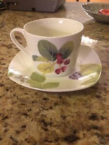 8 Stokes tea cup and saucers