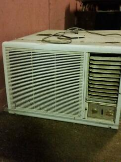 reverse cycle airconditioner