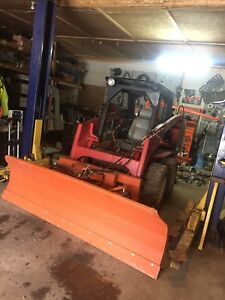 Skid steer plow. Quick connects / hydraulic angle