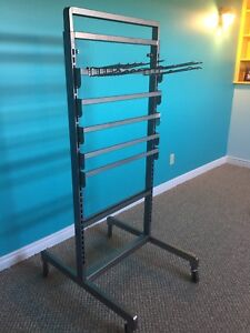 Retail clothes rack