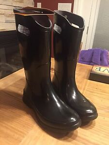 Ladies BOGs brand new tags attached size 7