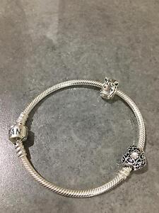 Pandora bracelet West Albury Albury Area Preview