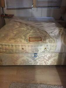 Very comfortable very clean queen size mattress and ensemble