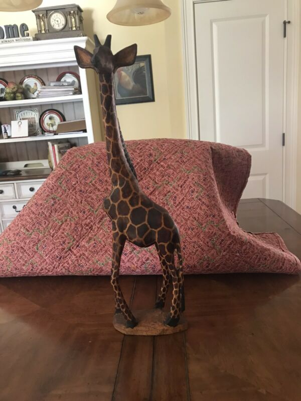 VINTAGE WOOD HAND CARVED PEERING GIRAFFE FIGURINE DETAILED STATUE 19 INCHES TALL